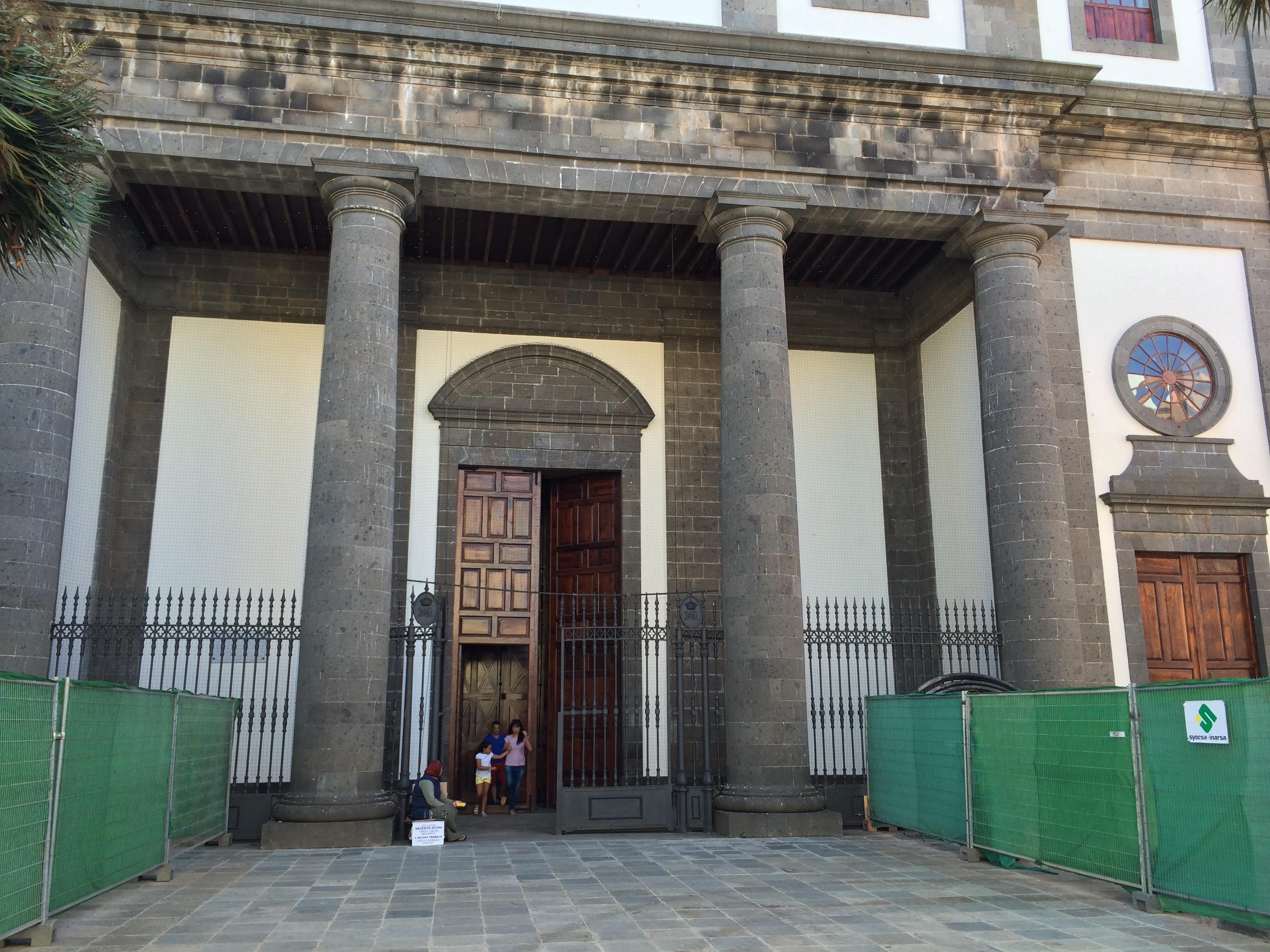 Foto 11 Mendiga rumana en Catedral