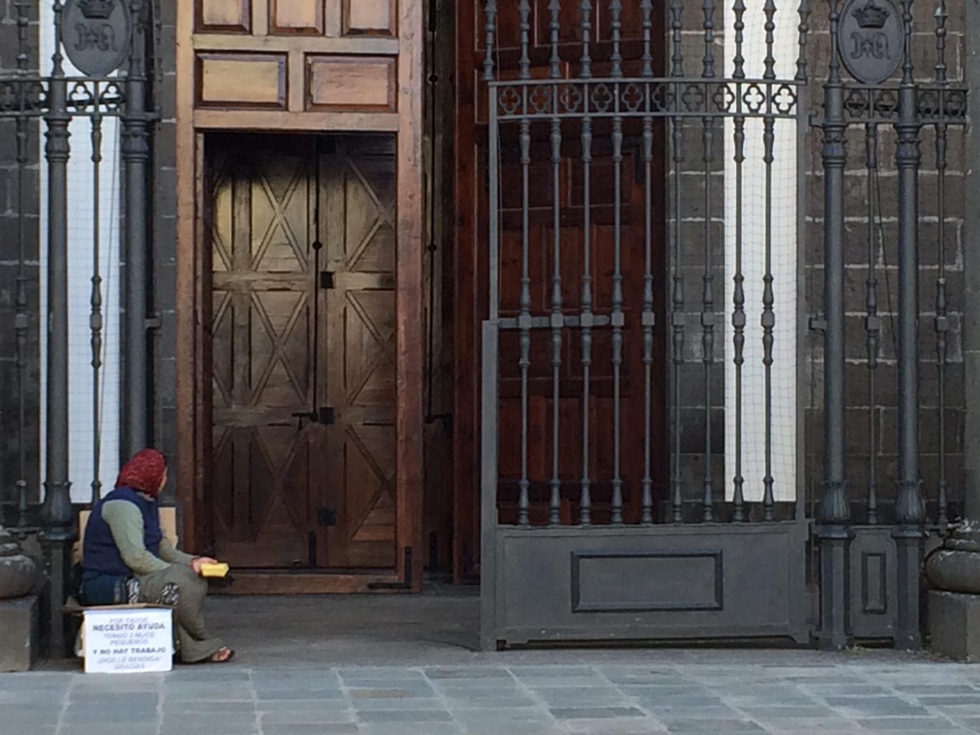 Foto 12 Rumana mendiga en Catedral