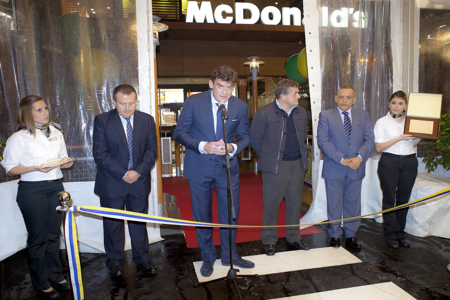 Foto 5.- Ramón Fariña en inauguración de Los Rodeos