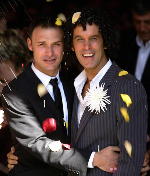 Madrid, SPAIN:  Madrid City Councillor and Socialist Party Executive Board member Pedro Zerolo (R) smiles with his partner Jesus Santos (L) 01 October  2005 under falling flower petals after getting married in a civil ceremony in central Madrid. AFP PHOTO/ Pedro ARMESTRE  (Photo credit should read PEDRO ARMESTRE/AFP/Getty Images)