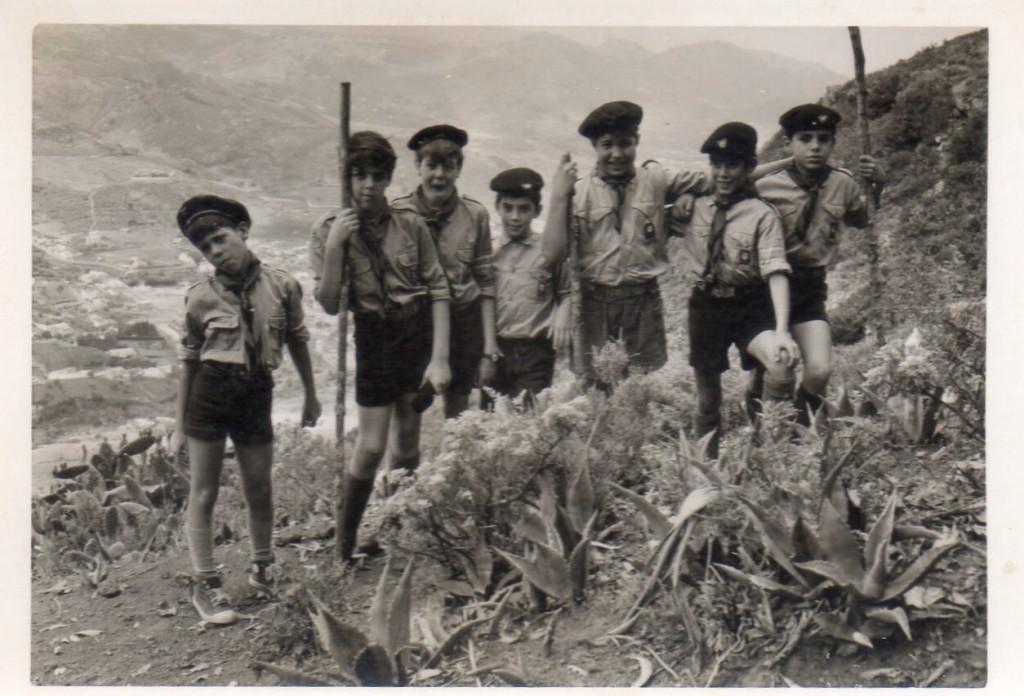 FOTO 3.- Pedro Zerolo en los Scouts