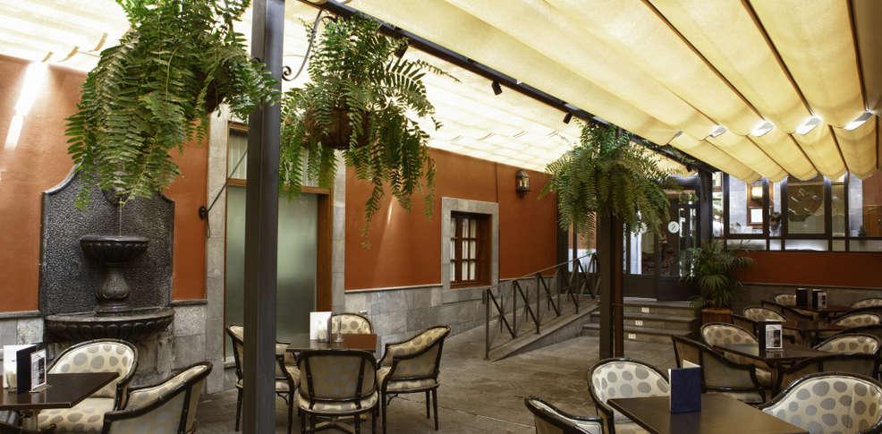 FOTO 2.- Cafetería del Hotel Nivaria