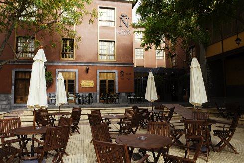 FOTO 4.- Terraza exterior de la cafetería del  Nivaria