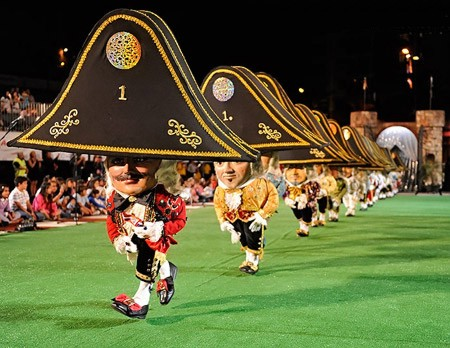 FOTO 9.- Danza de Enanos