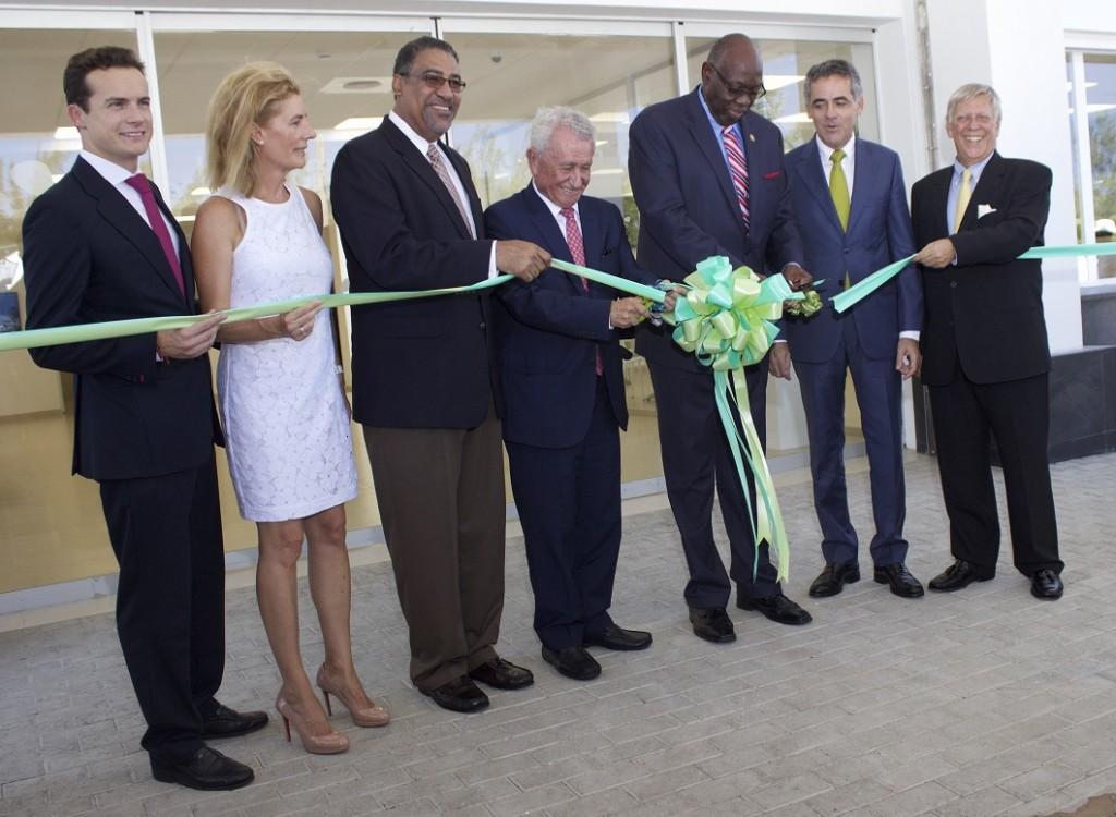 FOTO 1.- Hospiten Jamaica - Autoridades en inauguración
