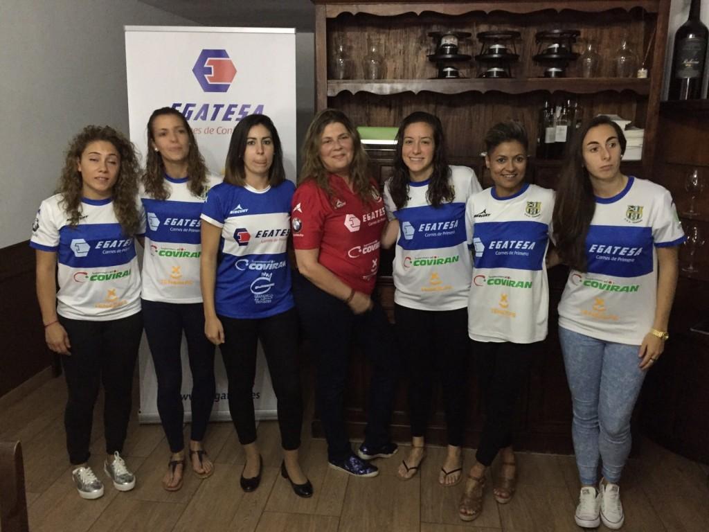 FOTO 1.- Parte del equipo con Mercedes Rodríguez