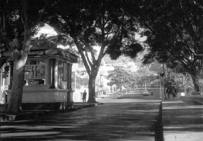 FOTO 2.- Kiosco Numancia antiguo
