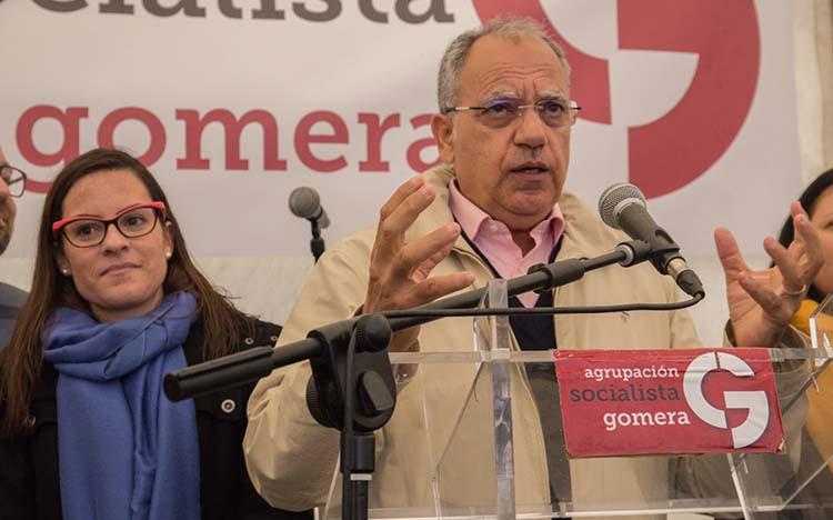 FOTO 4.- Casimiro Curbelo y Yaiza Castilla