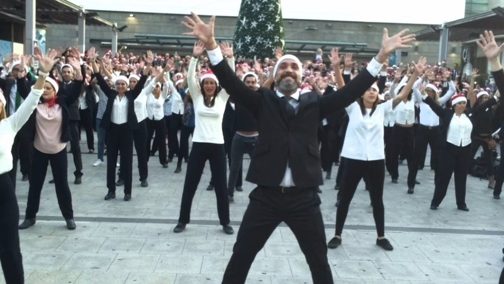 FOTO 4.- Flash mob Navidad El Corte Inglés Tenerife