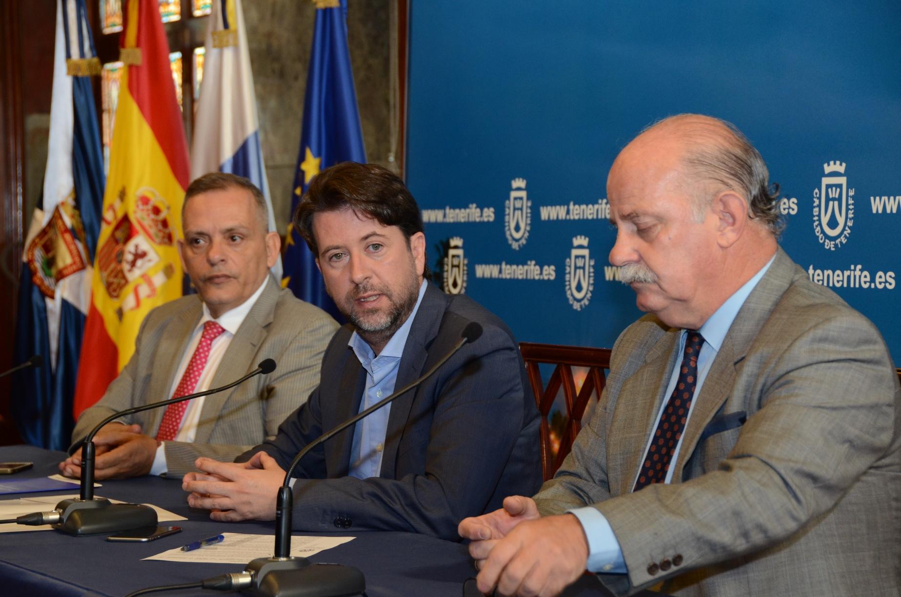 FOTO 1.- Efraín Medina, Carlos Alonso e Ignacio Pintado