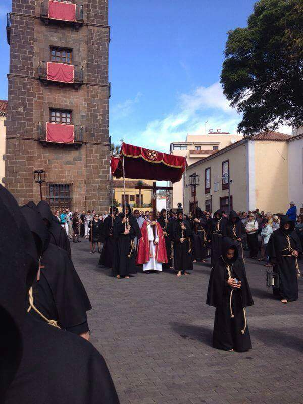 FOTO 6.- Lignum Crucis saliendo