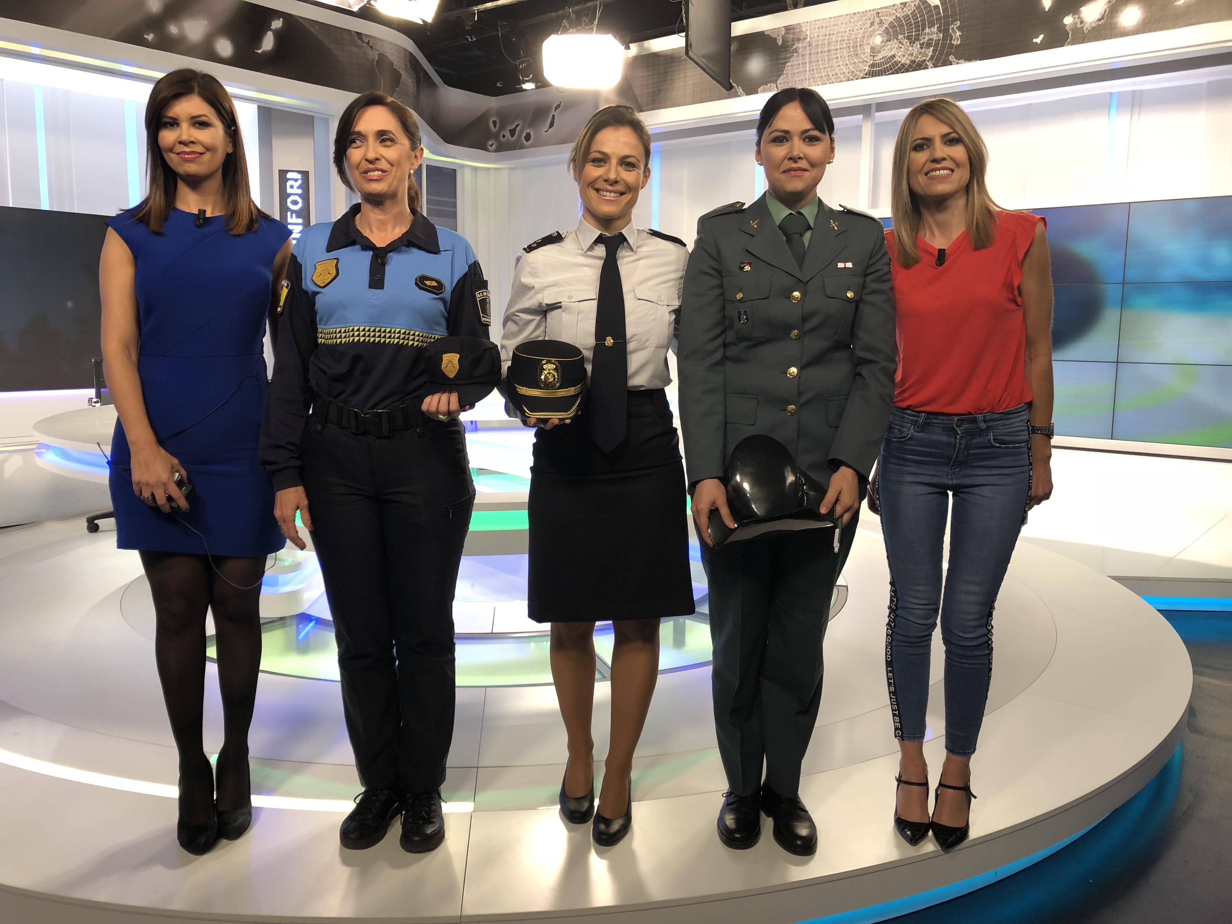 FOTO 5.- POLICÍAS EN TV
